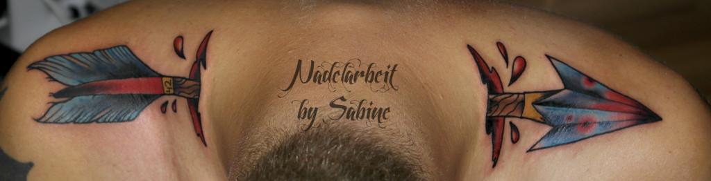 tattoo pfeil schultern oben oldschool newschool bunt durchgeschossen ...: www.nadelarbeit-tattoostudio.de/galerie/color